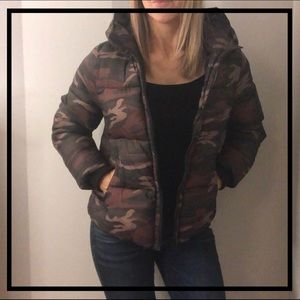 NWOT AEO Stylish Camo Puffer Coat